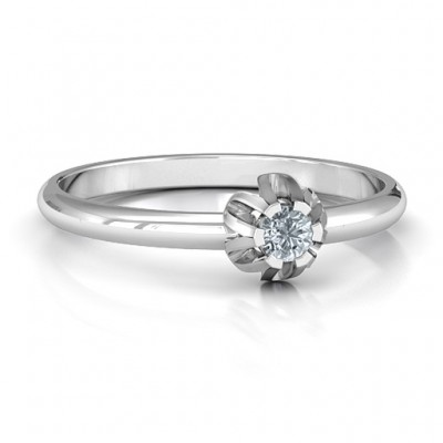 Solitaire Gemstone Solid White Gold Ring in a Scalloped Setting