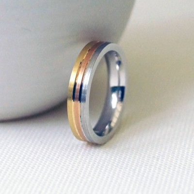 18CT Gold Striped Wedding Ring