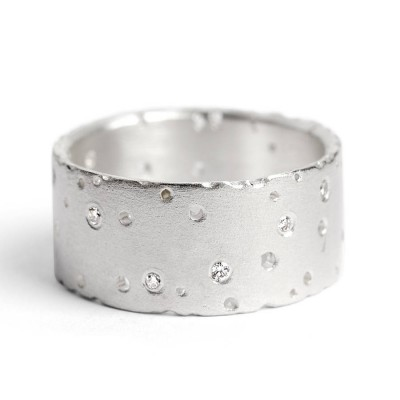 18CT Solid White Gold Ring With Diamonds