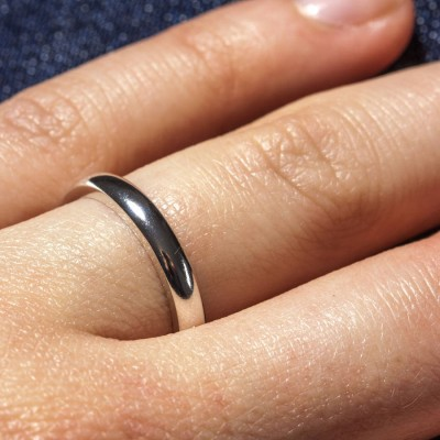 18CT White Gold D Shape Wedding Band