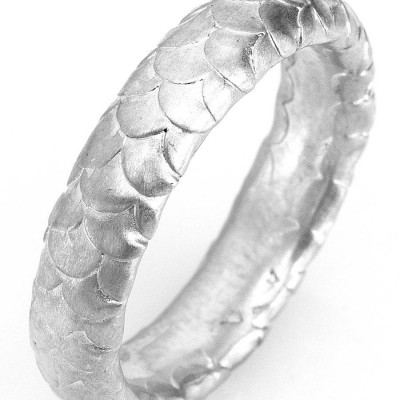 Gents Fish Scale Pattern Wedding Ring In 18CT Gold