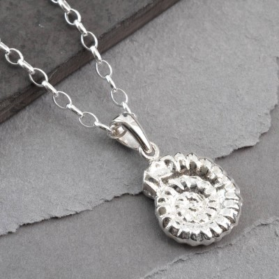 18CT White Gold Ammonite Pendant